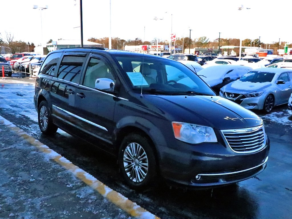 Pre-Owned 2013 Chrysler Town & Country Touring-L