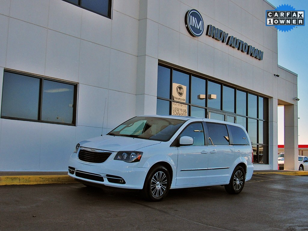 Pre-Owned 2014 Chrysler Town & Country S