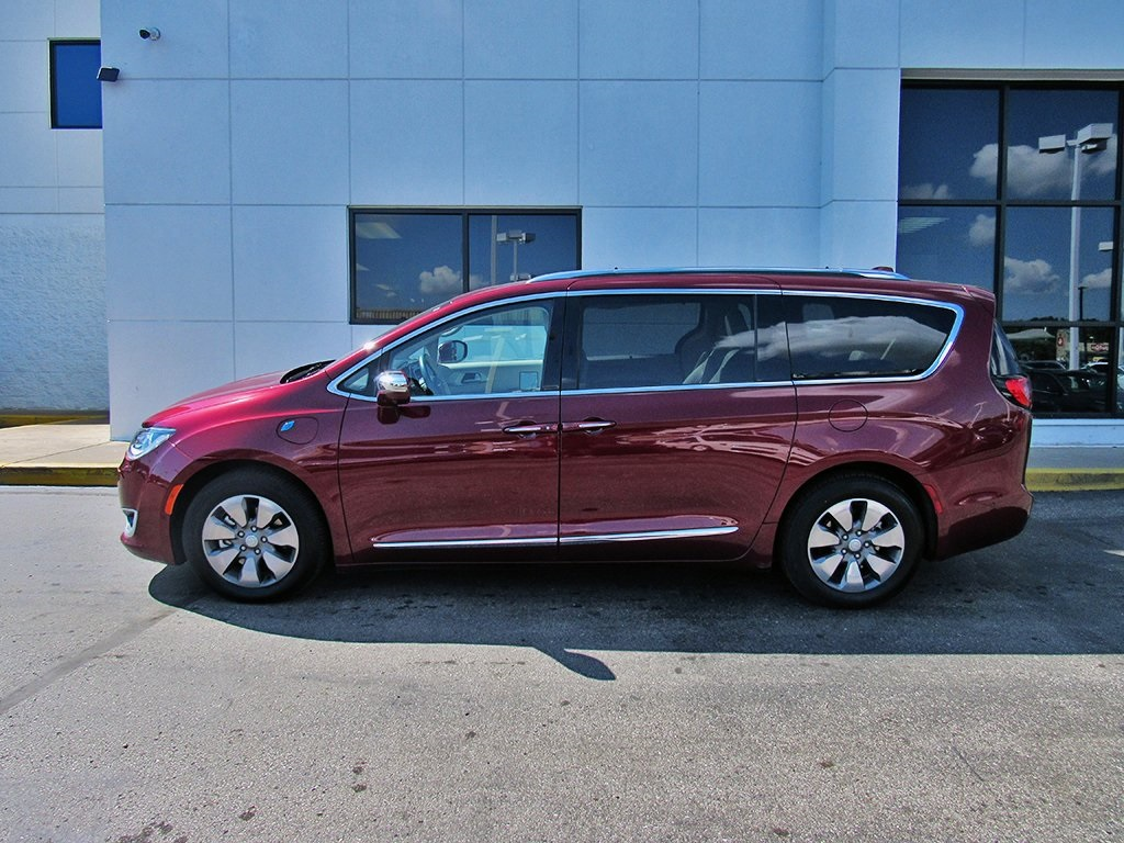 Pre-Owned 2017 Chrysler Pacifica Hybrid Platinum