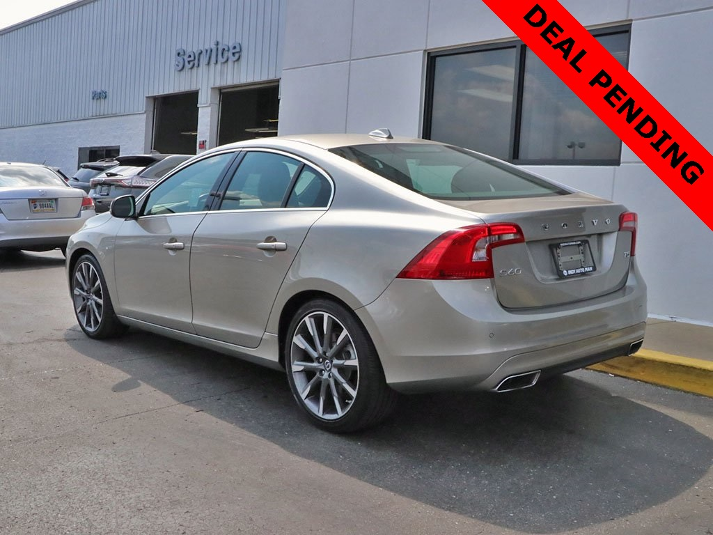 Pre-Owned 2015 Volvo S60 T5 Platinum